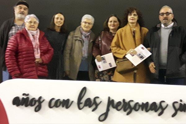 Representantes de Albergue Covadonga y Asociación Albeniz junto con las Hermanas galardonadas